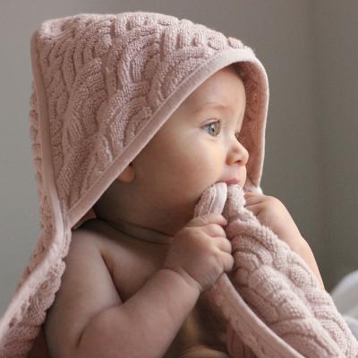 CamCam Copenhagen baby met roze badcape
