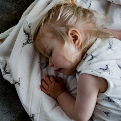 Mies & CO  slaapzak cloud dancers 8-24 maanden (offwhite) met slapend meisje