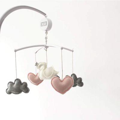 Muziekmobiel zwaan met hartjes en wolken